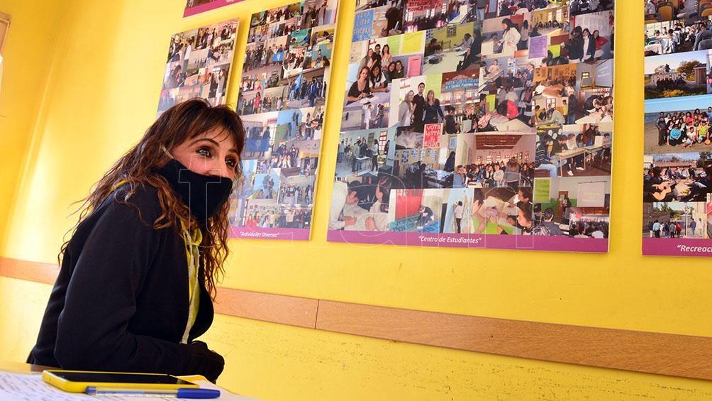 """""""Así como resignificamos ese dolor, resignificamos este espacio"""", resumió Adriana Roumec, la directora del colegio.(Foto: Marcelo Ochoa)."""