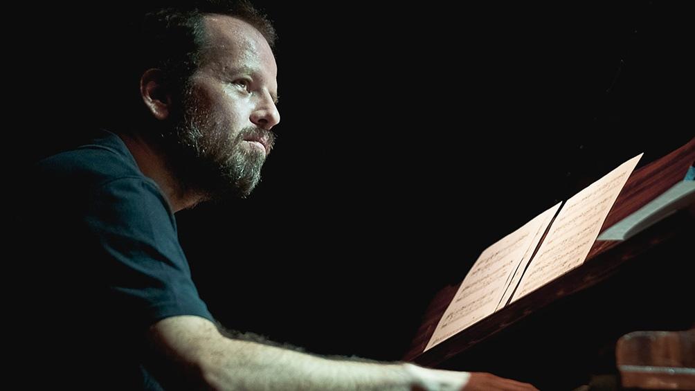 El pianista y compositor Diego Schissi, referente de la música contemporánea argentina y del tango actual.