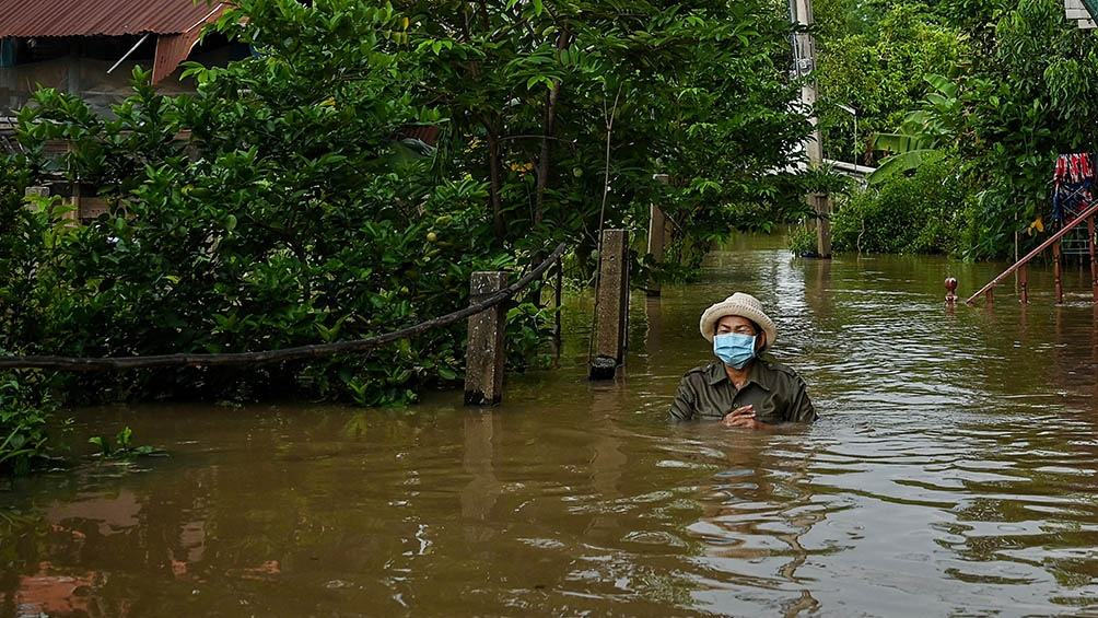 Al menos seis muertos y 70.000 casas anegadas dejaron hasta el momento las inundaciones causadas por la tormenta Dianmu en Tailandia.