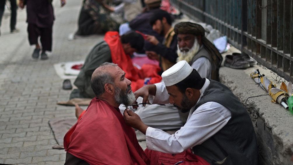 Más de 2.000 centros de salud cerrados por la crisis económica en Afganistán