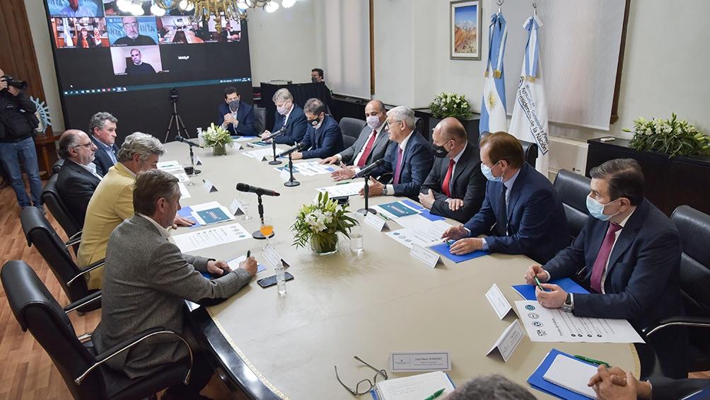 La reunión comenzó poco después de las 18 en la sede de la cartera.