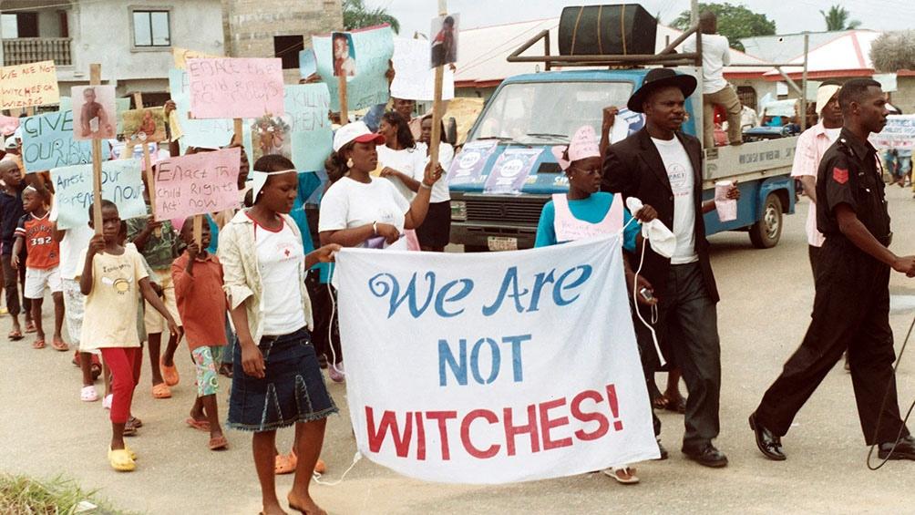 Las acusadas fueron quemadas vivas con nafta o linchadas. Foto: AFP