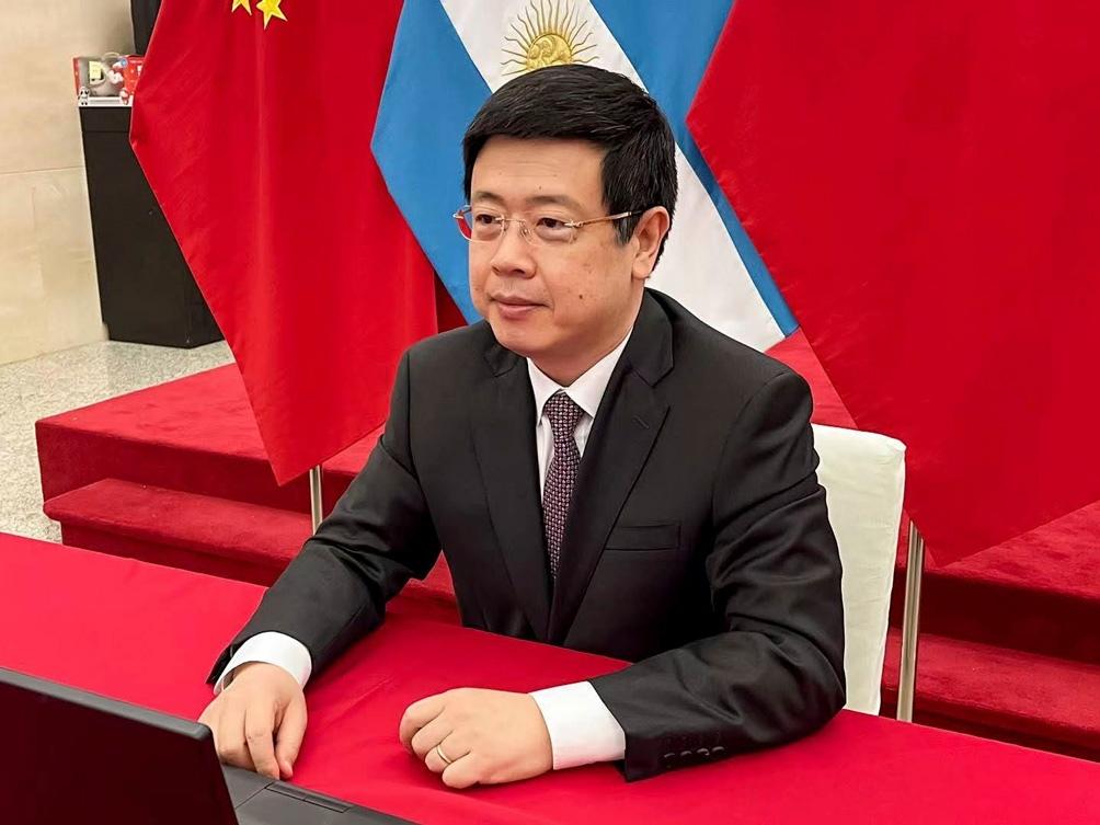 Zou Xiaoli remarcó el compromiso de China de ofrecer 2.000 millones de dosis en el presente año.