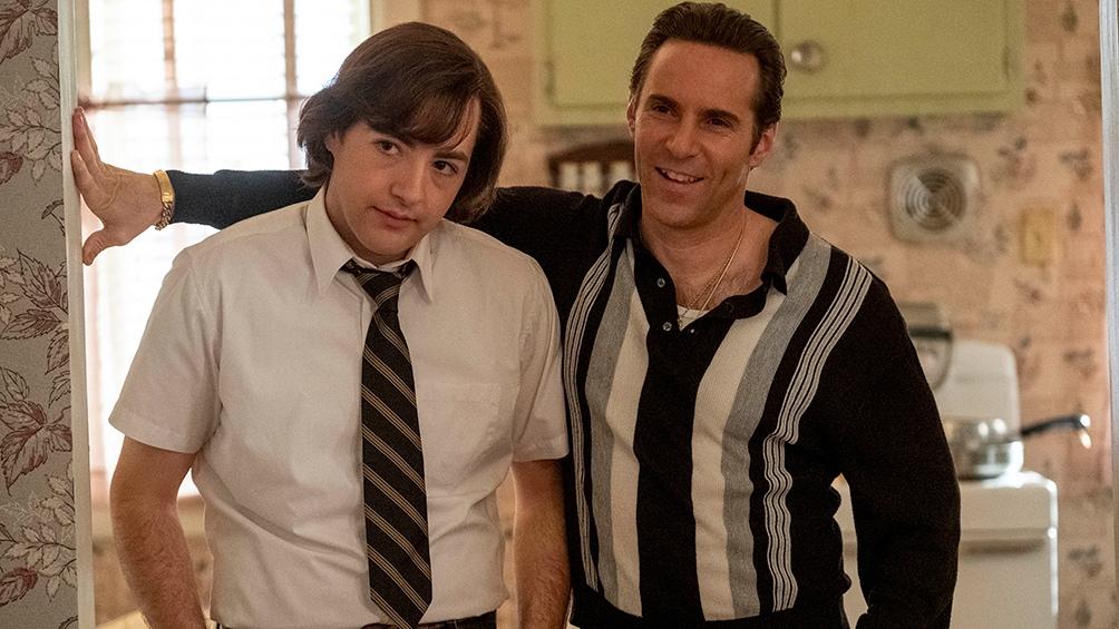 Michael Gandolfini (izquierda) interpreta a Tony Soprano (su papá en la vida real) cuando era joven.