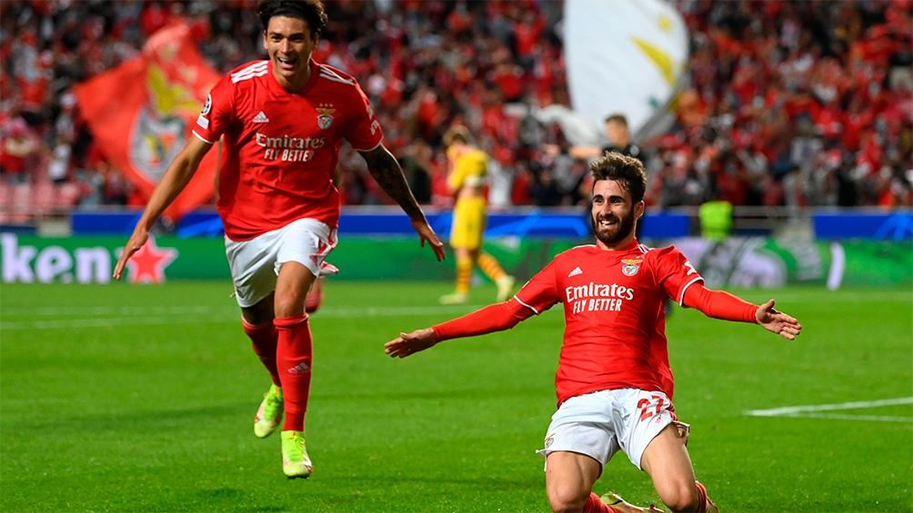 Benfica, como local, venció al Barcelona y hundió a los catalanes en el fondo de la tabla del Grupo E. Foto: @LigadeCampeones
