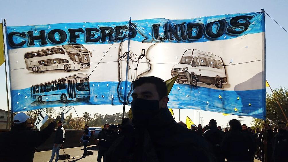 Protesta de choferes disidentes de la UTA en Puente Pueyrredón, Acceso Oeste y Campana