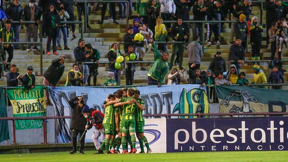 Una postal olvidada: la gente gritando un gol en la cancha. (Foto: Diego Izquierdo)