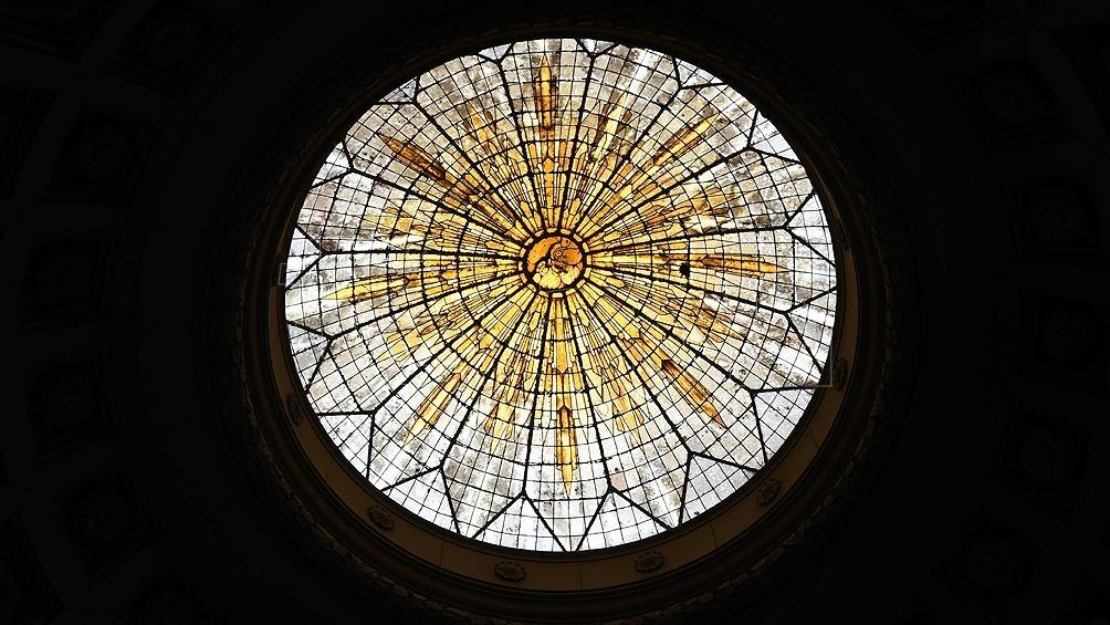 Cúpula vidriada que representa al sol. Foto: Pablo Añeli