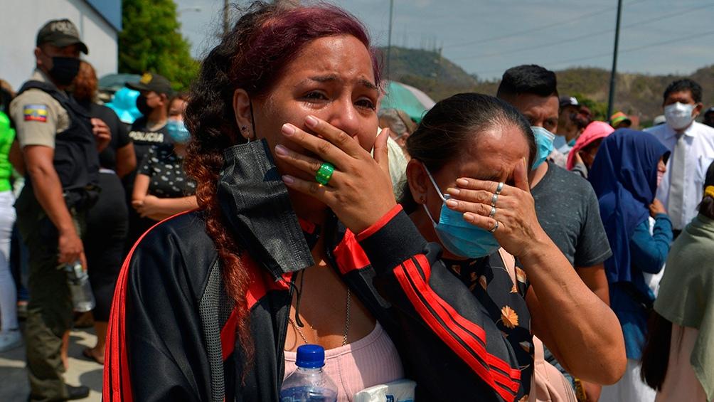 Ni bien comenzó a correrse la noticia, familiares de los presos se acercaron, a la espera de alguna información oficial. Foto: AFP