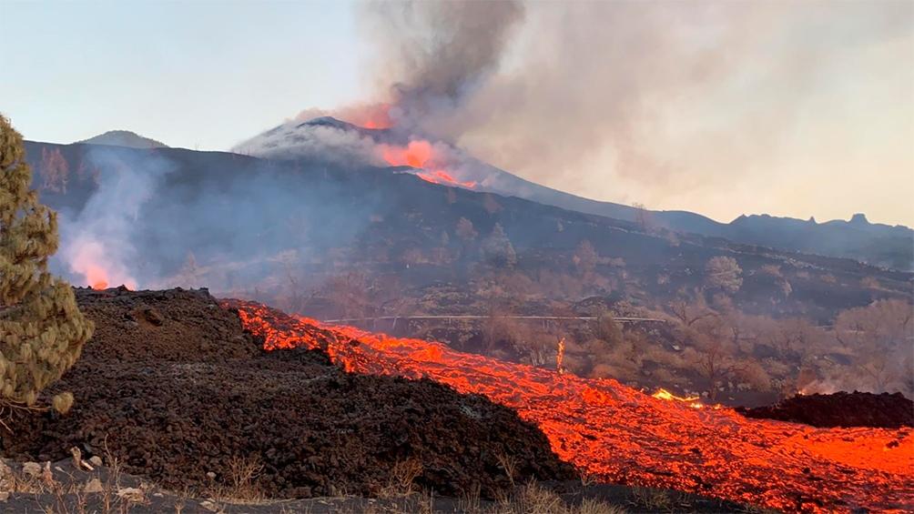 El aviso por la posible caída, en algunas zonas, de ceniza volcánica también permanece activo. Foto: Captura TW @Involcan 565