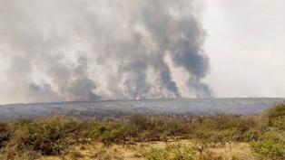 Enviaron otros dos aviones hidrantes y un helicóptero para combatir los incendios en Córdoba