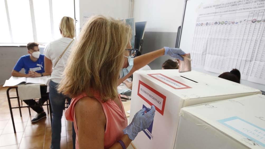 a participación se ubicó en el 56,91% a lo largo de las 24 horas que estuvieron abiertas las urnas (Foto: Xinhua)