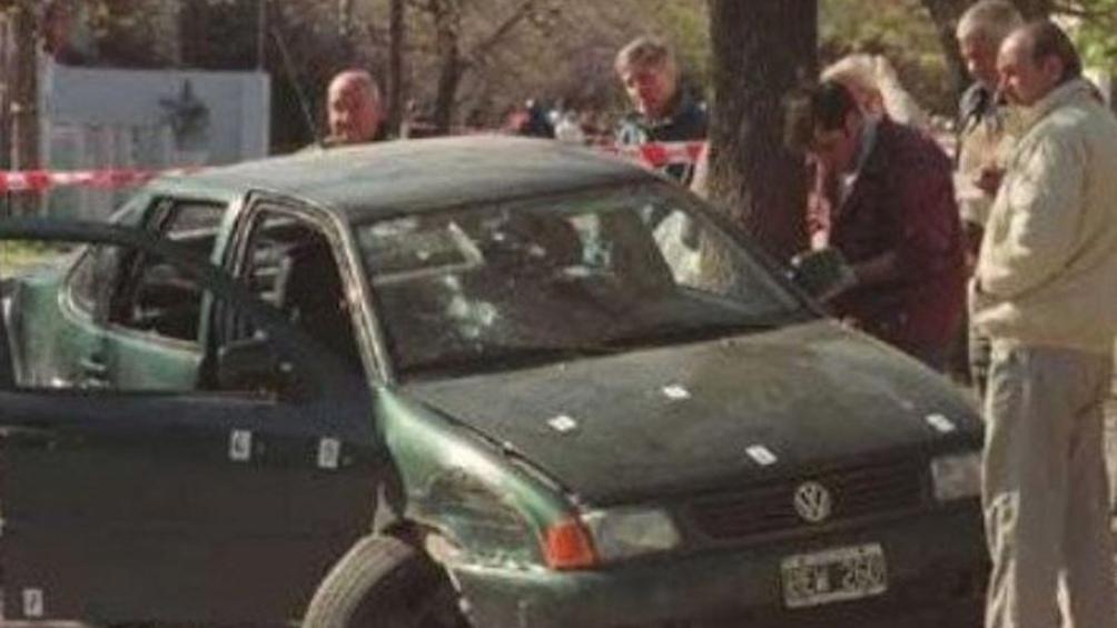 Septiembre de 1999. El Polo del gerente del banco de Villa Ramallo, con los 46 impactos de bala.