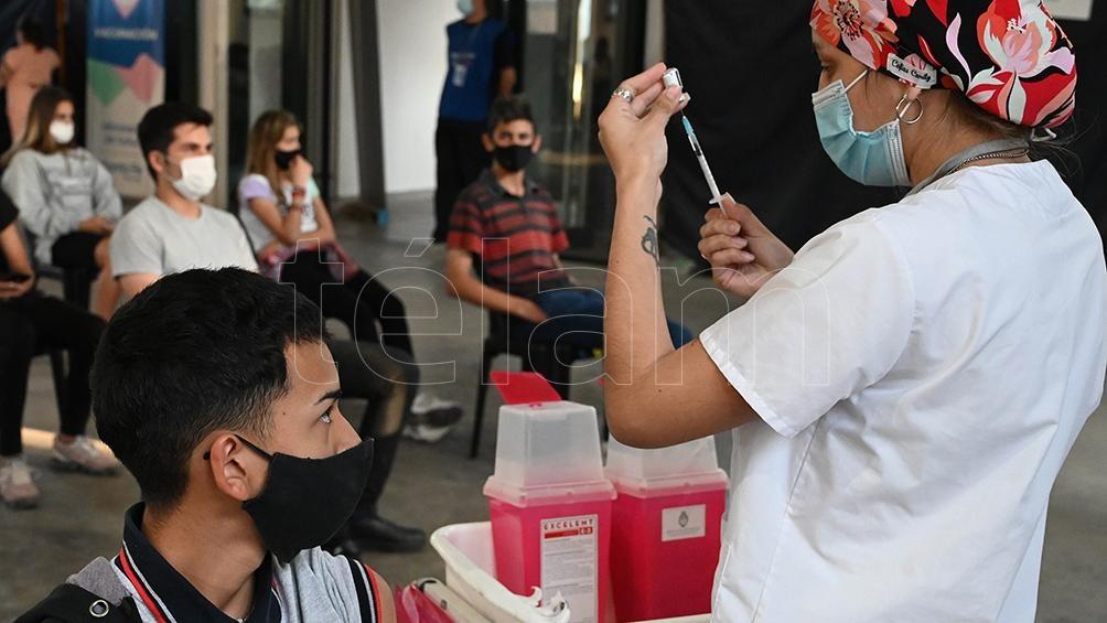 """La campaña de inmunización contra el coronavirus para menores de entre 3 y 11 años, que comenzará el próximo martes en Argentina, tiene como principal objetivo """"favorecer la inmunidad colectiva""""."""