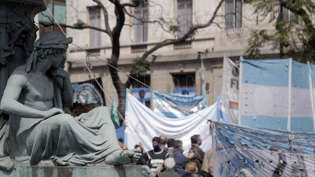 Organizaciones políticas, sindicales y sociales marchan este mediodía a la sede del Tribunal Superior de Justicia (Foto Leo Vaca)