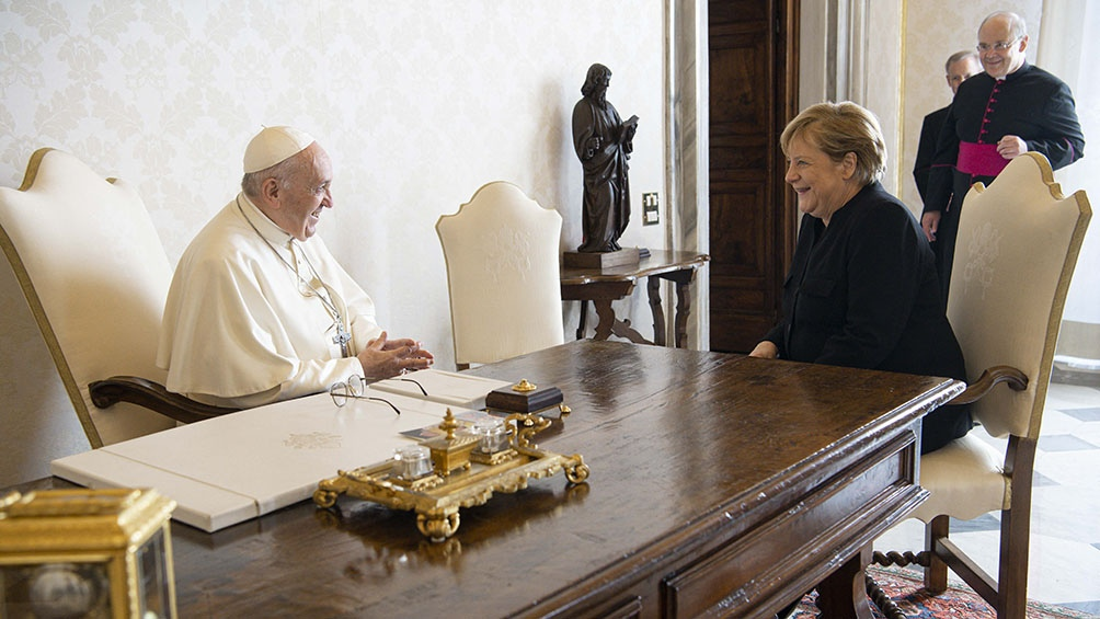 Merkel destacó la preocupación del Vaticano en la lucha contra el cambio climático. Foto: AFP