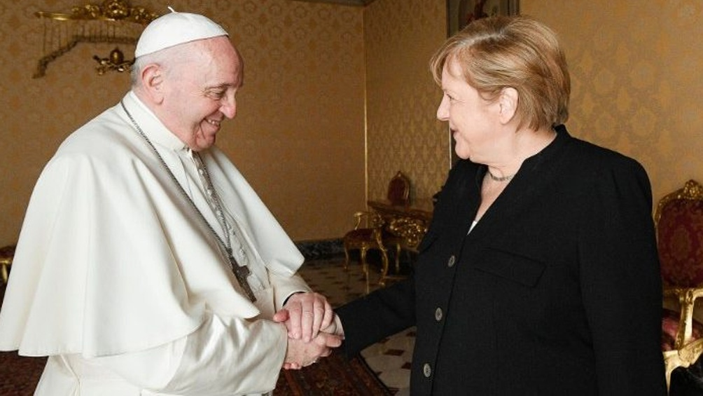 La reunión fue a solas durante 45 minutos en la Biblioteca Privada del Palacio Apostólico Vaticano. Foto: Vatican News