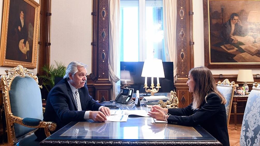 """""""A partir de octubre vamos a beneficiar a más de 2 millones de trabajadoras y trabajadores argentinos y más de 3 millones de niños, niñas y adolescentes"""", destacó el mandatario."""