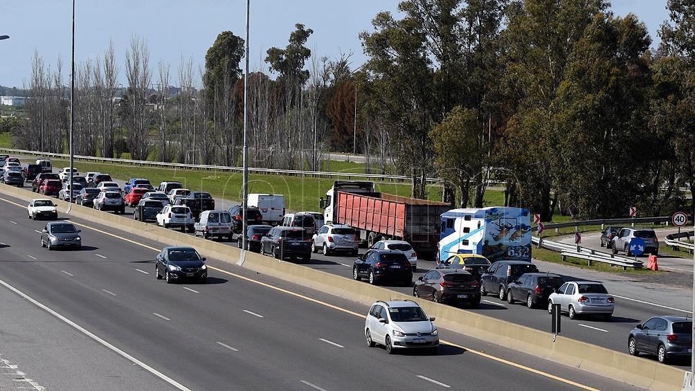 Unos 2.655 vehículos por hora circulaban pasadas las 8.30 por el peaje de Hudson. Foto: Gustavo Amarelle.