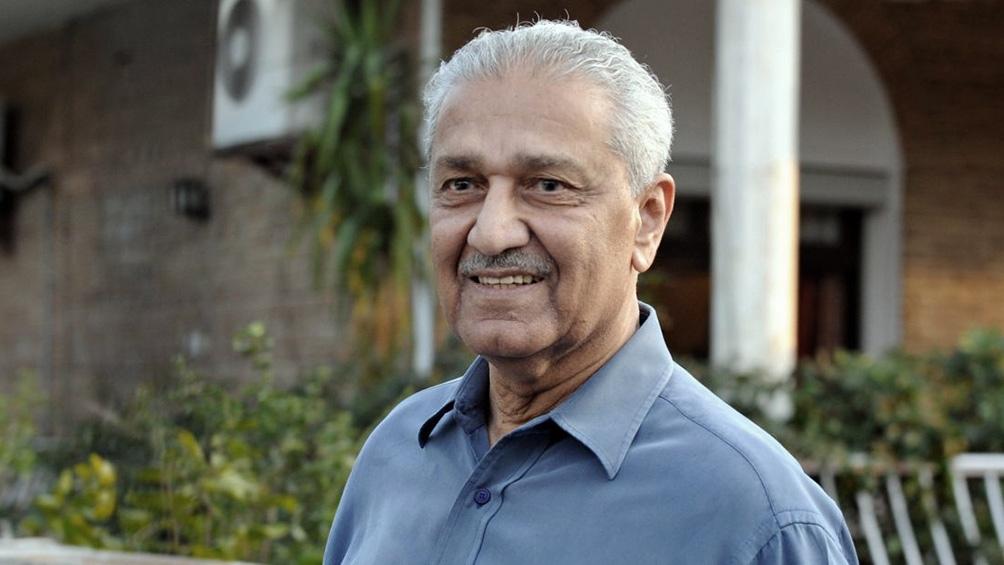 Khan se convirtió en un héroe nacional en mayo de 1998 cuando Pakistán engrosó oficialmente la lista de las potencias militares atómicas