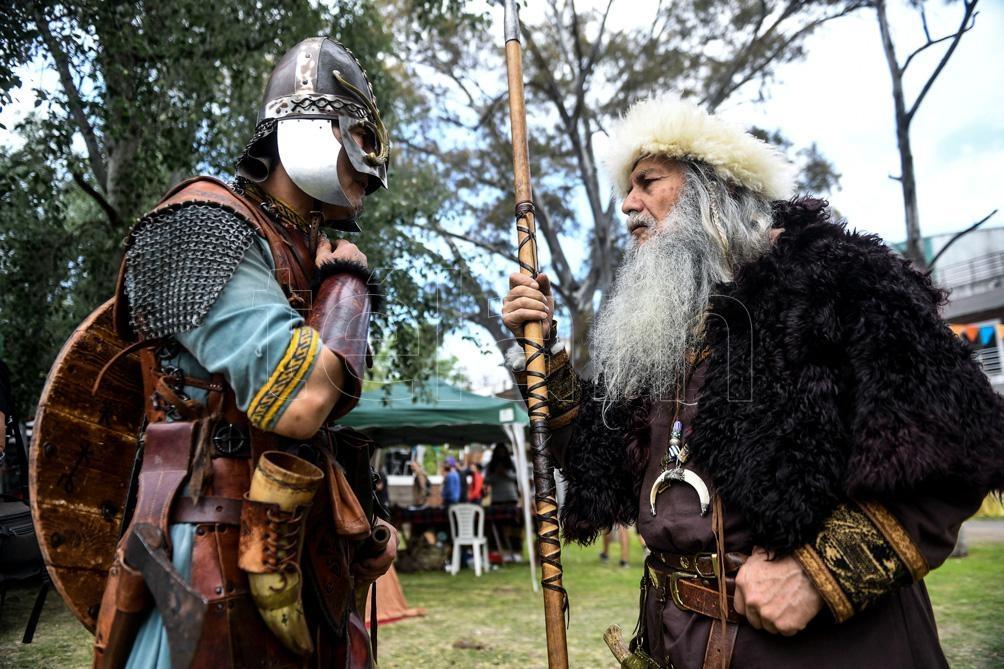 La selección nacional del Historical Medieval Battle International Association (HMBIA) participó en los mundiales de Serbia y Ucrania..(Foto: Fernando Gens)