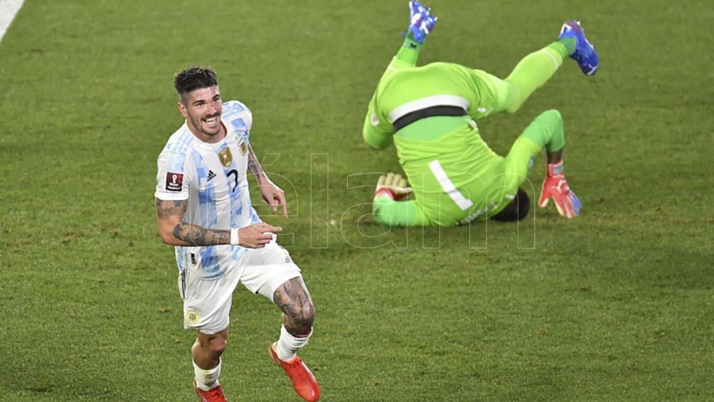 De Paul celebra el segundo gol (Foto: Julián Alvarez).