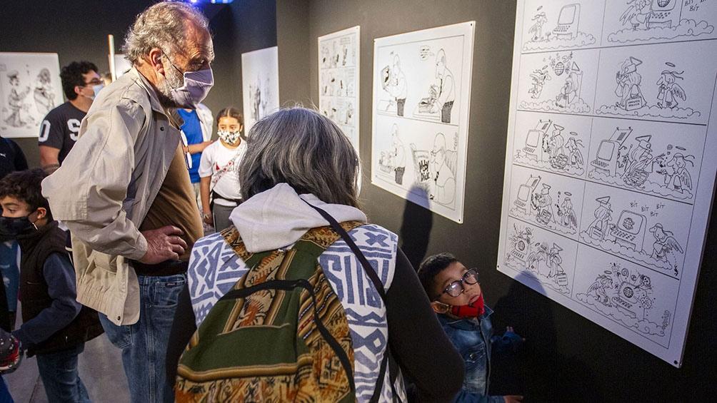 La muestra reúne una selección de diez piezas que fueron recreadas por otros grandes ilustradores.