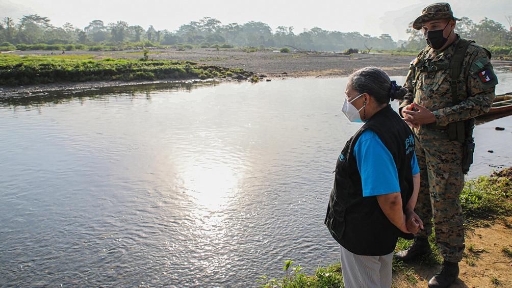 Los ríos caudalosos y los animales salvajes son apenas unos de los inconvenientes que deben superar los migrantes. (Foto: Unicef/Moreno González)