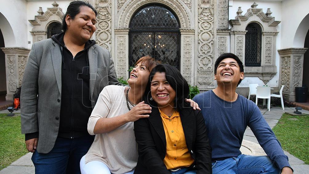 """Alejandro Mamani, Daniela Ruiz, Chana Mamani y David Gudiño, los integrantes de """"Octubre Marrón"""". (Foto: Pablo Añeli)"""