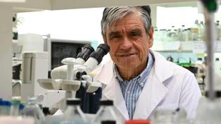 El doctor Diego de Mendoza recibió el premio de la Fundación Bunge y Born por su trabajo en microbiología
