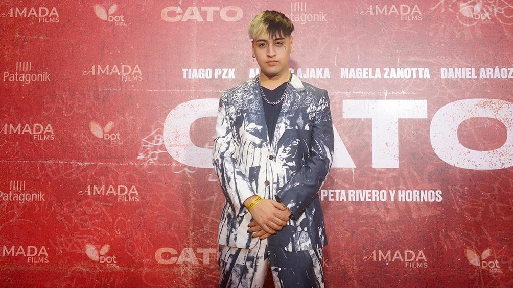 Tiago posando para las cámaras en el estreno de su primer trabajo como actor (Foto Gentileza Cloe Bouza)