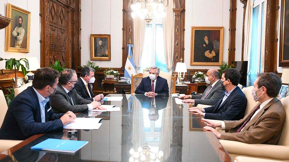 El Presidente encabezó un acuerdo para impulsar la cadena de valor del aluminio
