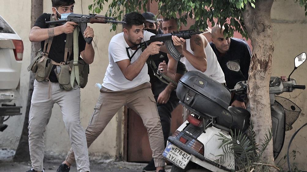 Los enfrentamientos incluyeron francotiradores y el uso de pistolas, fusiles Kalashnikovs y lanzaderas de granadas. Foto: AFP