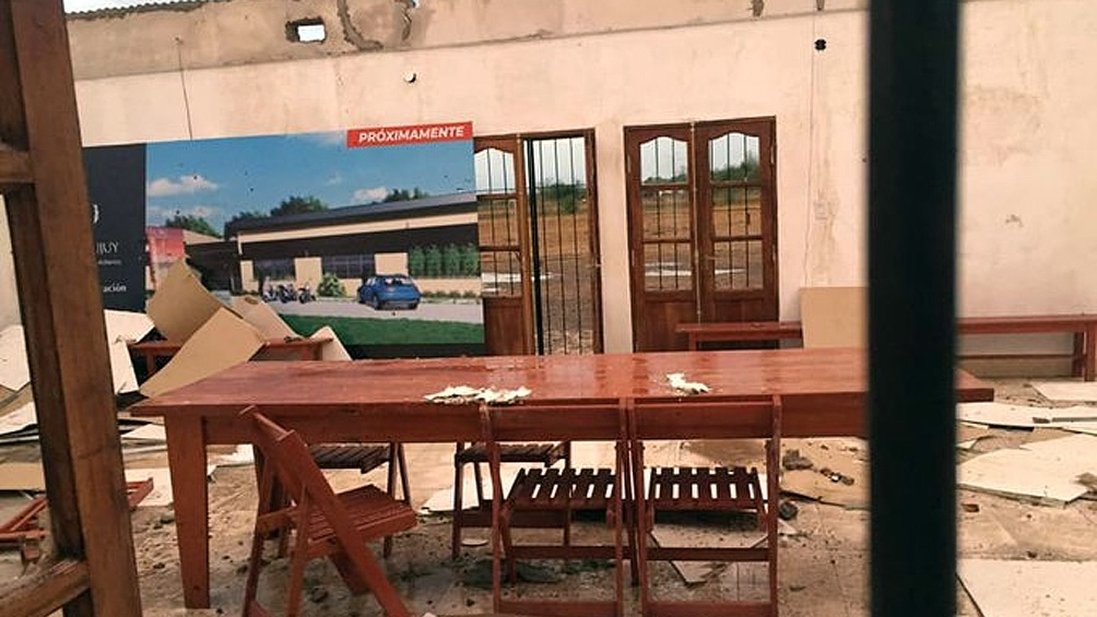 La empresa distribuidora del servicio de energía eléctrica trabaja para terminar de restablecer sus prestaciones en algunos lugares.Foto: Comisión Municipal de Rodeíto.
