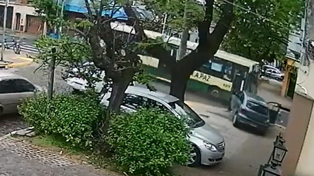 Un colectivero que conducía borracho chocó contra un auto y mató a un hombre