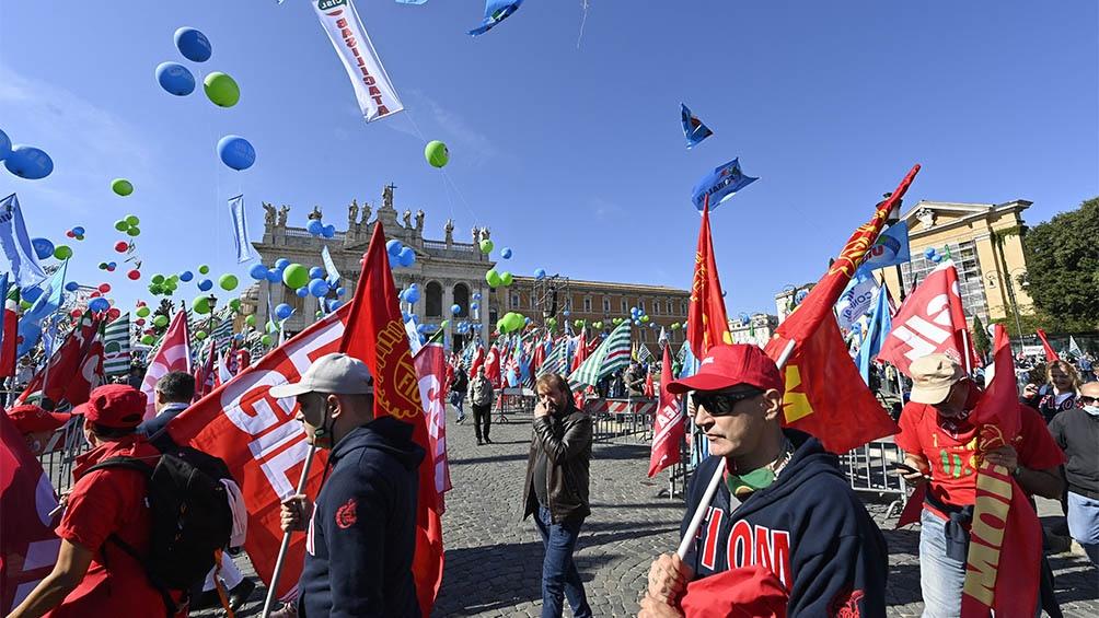 Más de 100.000 personas en una manifestación antifascista en Roma