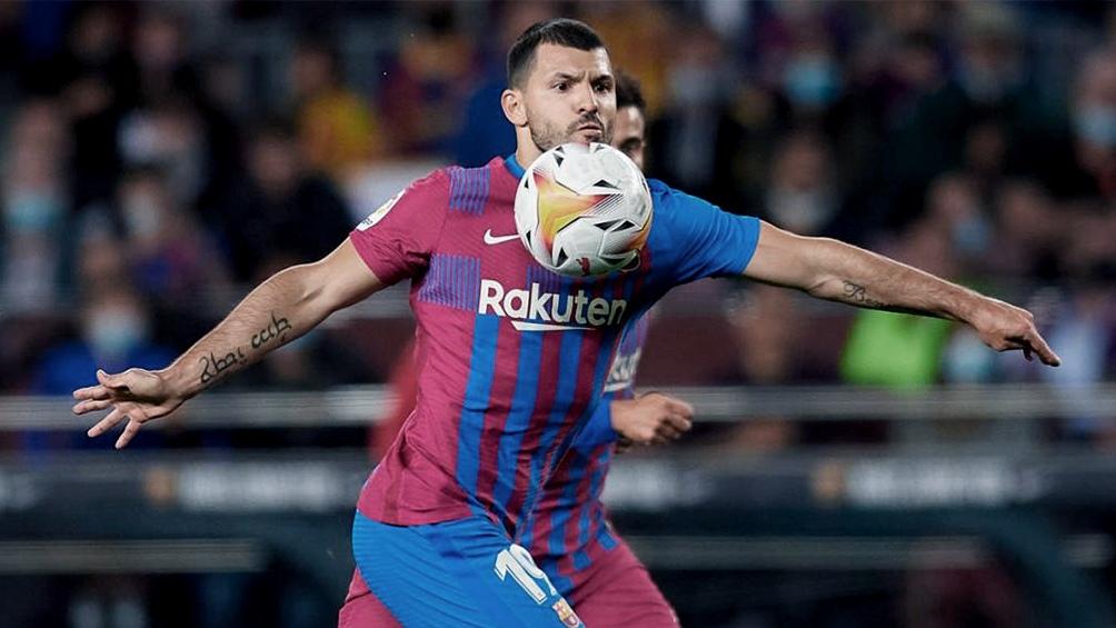Barcelona, con Agüero en el banco, quiere salir del fondo ante Dinamo de Kiev