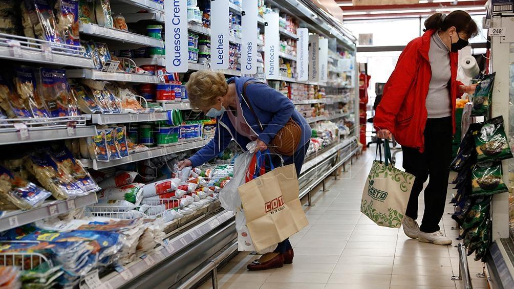 La Secretaría de Comercio retrotrajo al 1 de octubre y congeló hasta el 7 de enero próximo los precios de 1.432 productos. (Foto Victoria Gesualdi)