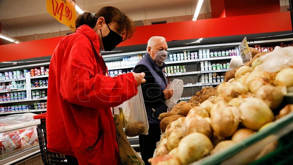 La resolución incluye 1.432 productos de consumo masivo en todo el territorio nacional (Foto Victoria Gesualdi)