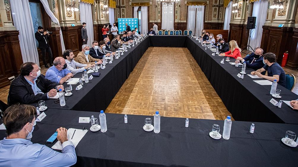 El mandatario provincial se reunió con Feletti e intendentes del AMBA.