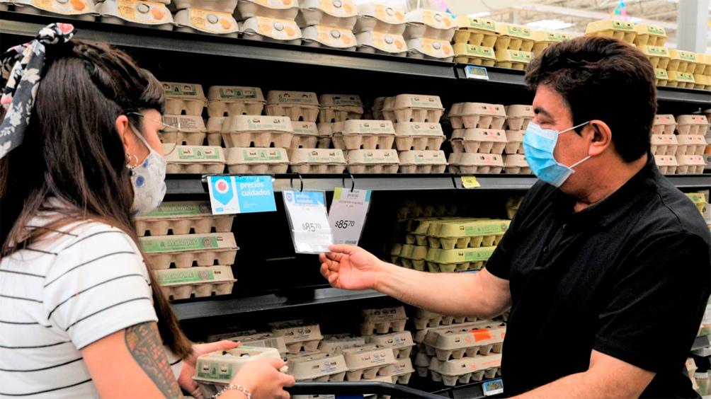 Fernando Espinoza, el intendnete de La Matanza, recorrió supermercados del distrito.