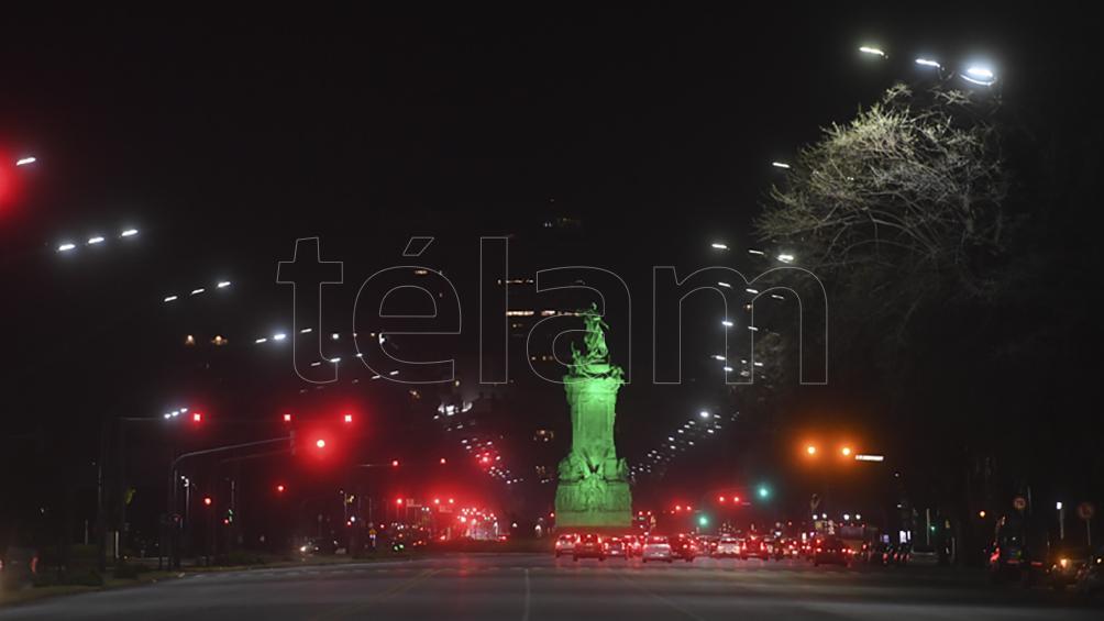 Iluminaron monumentos en conmemoración al Día Internacional contra el Cambio Climático