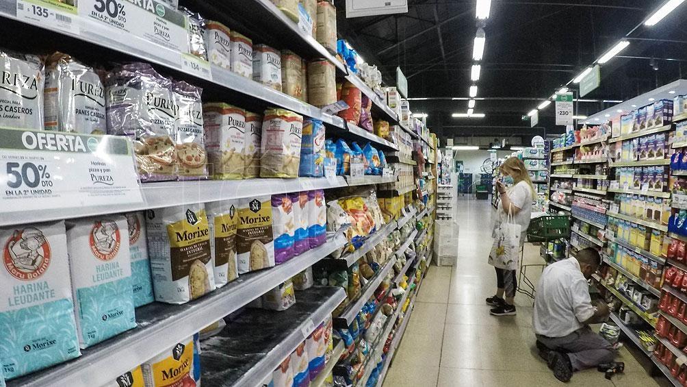 El nuevo esquema retrotrae los precios de 1.432 productos al 1 de octubre, y los congela hasta el 7 de enero. Foto: Carlos Brigo
