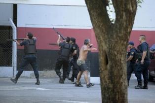 Suspendieron el clásico rosarino por incidentes entre hinchas y la policía