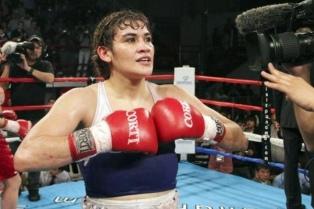 """La """"Tigresa"""" Acuña retuvo el título mundial ante la colombiana Rodríguez"""