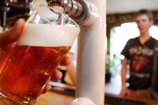 Uno de cada dos jóvenes considera el consumo de alcohol menos riesgoso que el consumo de drogas