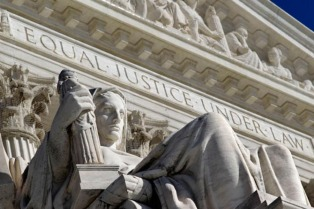 """La Corte Suprema rechaza decidir por ahora el futuro de los """"soñadores"""""""