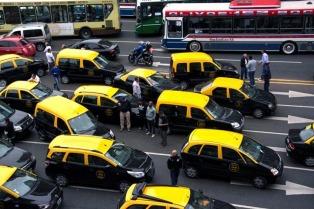 Los taxistas porteños volvieron a protestar contra Uber en la 9 de Julio