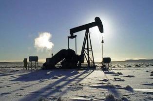 El petróleo con bajas de hasta el 5,44% en los mercados de Nueva York y Londres