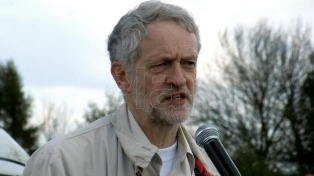 Corbyn pide protestar contra Trump por sus ofensas a Sadiq Khan